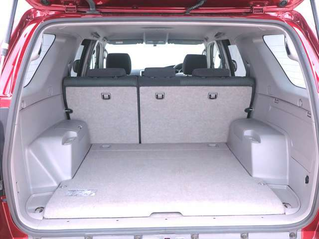 トランク】大容量のトランクで、車中泊からアクティビティスポーツギア、どうしても多くなるファミリーキャンプの道具まで使い方は無限大☆テトリスのように積込めばサーフならではの使い方ができますよ♪