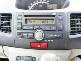 【純正カーオーディオ】インパネにスッキリ収まり、CDやラジオを聴きながら運転をお楽しみ頂けます♪