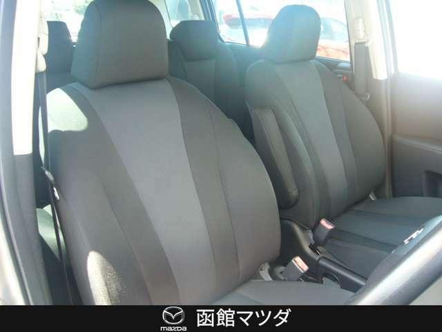 運転席はシートリフターで高さ調節可能!自分に合ったシート調整が可能です!