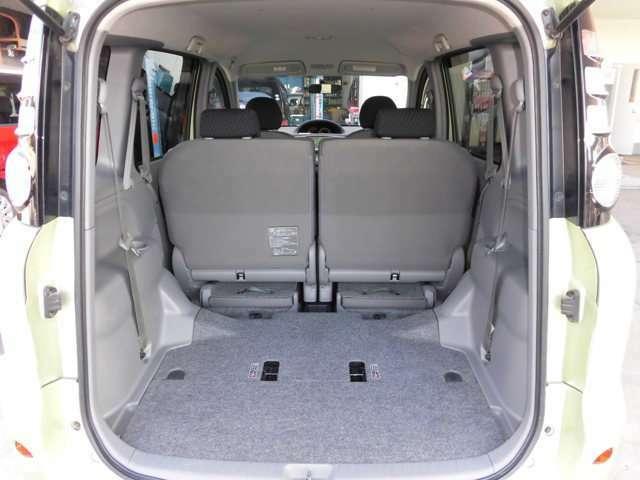 3列目シートを収納すると、広い荷室スペースになります。