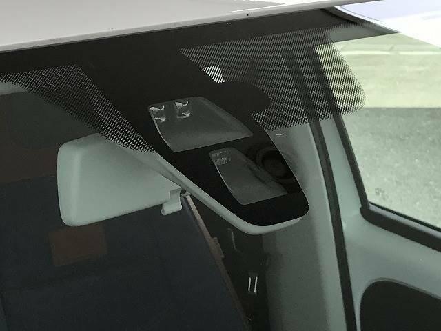 衝突軽減ブレーキは安心の装備です。