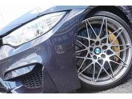 国内未設定のカーボンセラミックブレーキシステムを新車時に特別装着。