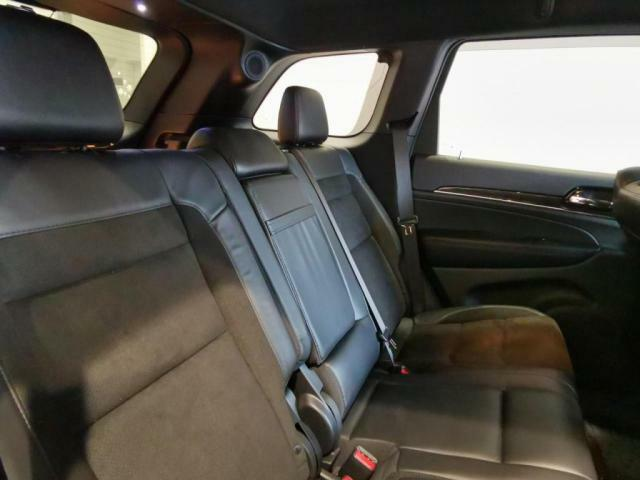 リヤシートはリクライニングできるので、ゆったりとおくつろぎ頂けます。