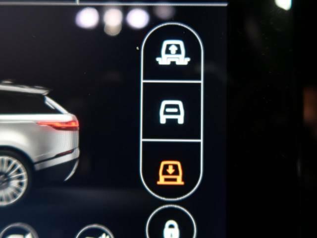 【エアサスペンション】乗り心地はもちろん、ランドローバーの高い技術でオンロードからオフロードまで道を選ばず走行可能。電子制御エアサスペンションはスムーズな車高調整により快適な乗り降りをサポート!