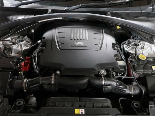 340PS/3リッタースーパーチャージドエンジン!低回転から力強いトルクを発揮し、スムーズな多段8ATとの組み合わせで、街乗りから高速走行まで扱い易いエンジンです