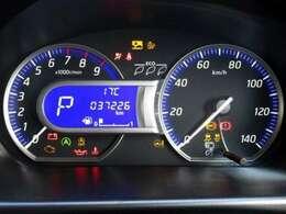 ブルーカラーが印象的なメーターパネル。高級車にも使われるファインビジョンメーターで昼夜を問わず明るい視認性。走行約37,230キロ