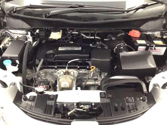 エンジンルームもプロの仕上げでピッカピカ!お渡し前にきっちり点検整備を実施しております。