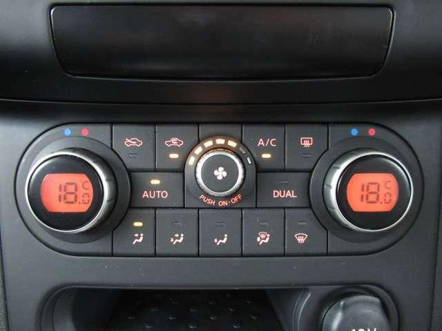 運転席、助手席それぞれで温度調節可能なデュアルオートエアコンです