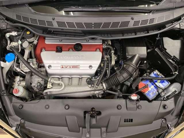日本製のNAエンジンで最後のK20Aでございます。レッドゾーンまで気持ちよく吹け上がるエンジンですね。走行距離は28000kmです。ワンオーナー車になります!