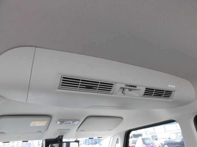 車内の空気を循環させるサーキュレーター☆エアコンの効果を広い車内に万遍なく届けられるよう補助してくれます☆