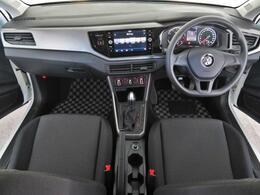 ステアリングや各スイッチの位置など少しでもドライバーの疲労を低減する様な配置となっており効率の良い操作性が可能です