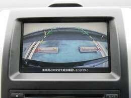 ナビ画面にバックビュ-モニタ-の映像を映し出しています。  狭い場所での車庫入れをサポ-トしてくれる便利アイテムです。