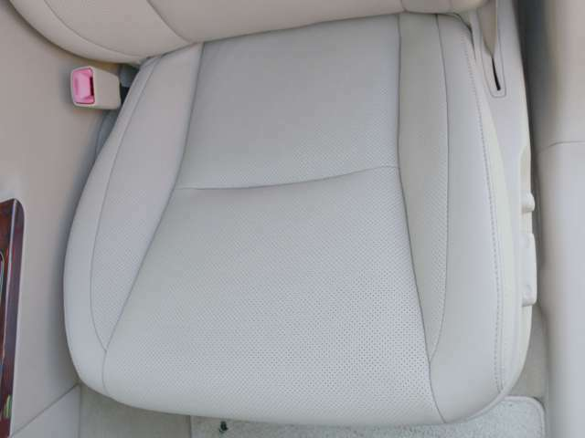 助手席シートの座面もかなりきれいな状態です♪