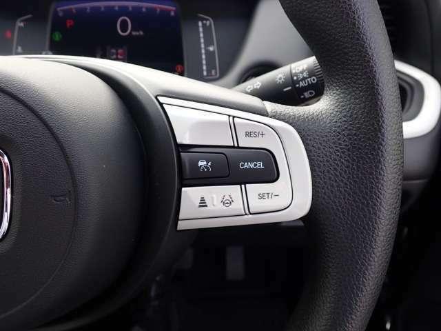 フロントワイドビューカメラと前後のソナーセンサーで検知した情報をもとに、安心・快適な運転や事故回避を支援する、先進の安全運転支援システム ホンダセンシング搭載。