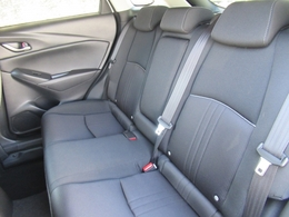 後部座席も広々スペースです◎大きな座面でリクライニング無しでもゆったりロングドライブをお楽しみいただけます◎
