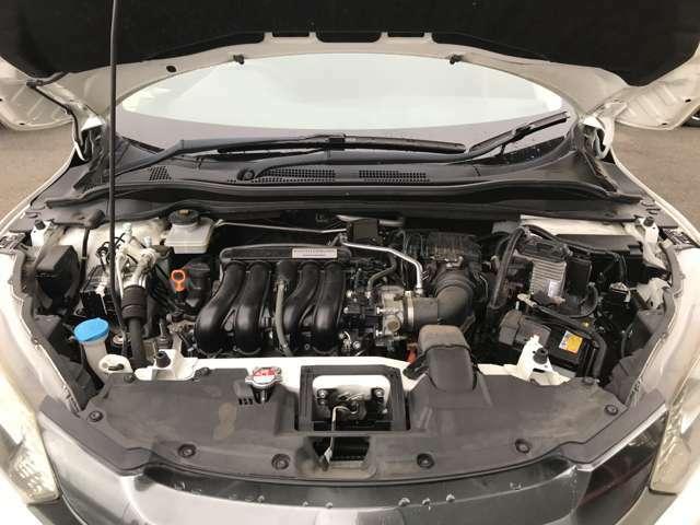 エンジンルームです。こちら、しっかりメンテナンスをさせて頂きました!もちろんエンジン内部の汚れはありません。安心して乗って頂ける1台です。