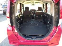 2列目シートを足元に収納することでフルフラットになり、大きな荷物も載せることが可能です!