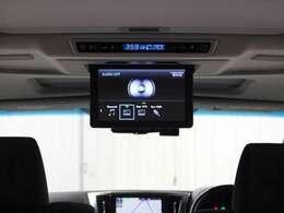 各種コンテンツを迫力ある大画面で楽しむことが可能な「12.1型リヤシートエンターテインメントシステム」を搭載。後席独立機能により、前席と後席で別々の音声を聞くことも可能となっています。