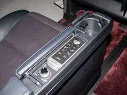 エグゼクティブシートは、パワーシートは勿論、シートヒーター・エアシート完備!更にシートメモリー機能も搭載しております!