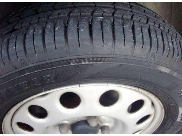 タイヤは比較的新しく溝しっかりあります。