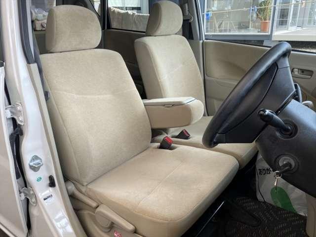 使用頻度の1番多い運転席ですが擦れやへたりはございません。