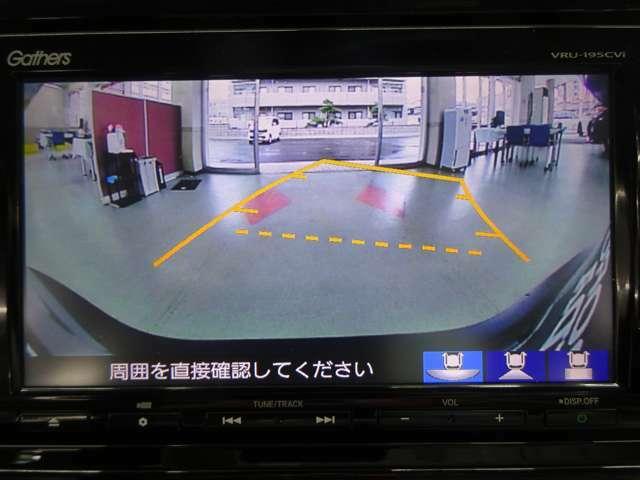 ■バックカメラ装備■ Rモードへシフトチェンジすると瞬時にナビのディスプレイ上に後方が映し出され状況がしっかり把握できとても便利です☆