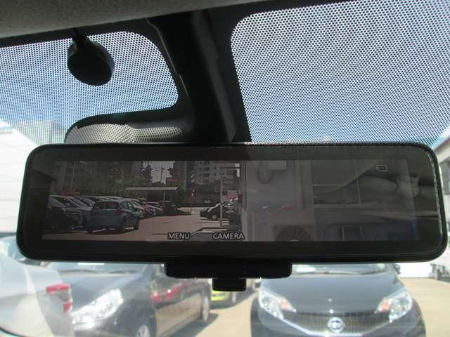 スマートルームミラーは後席に乗車していて後方が見えづらいときに後部のカメラで確認できます!