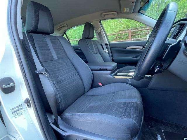 運転席と助手席共に、パワーシートが装備されています!目立つ汚れやニオイもないです!室内も、綺麗な状態なので次のオーナー様もマイカーとしても受け入れやすいはずです!ロゴ入りスカッフプレート付で高級感あり