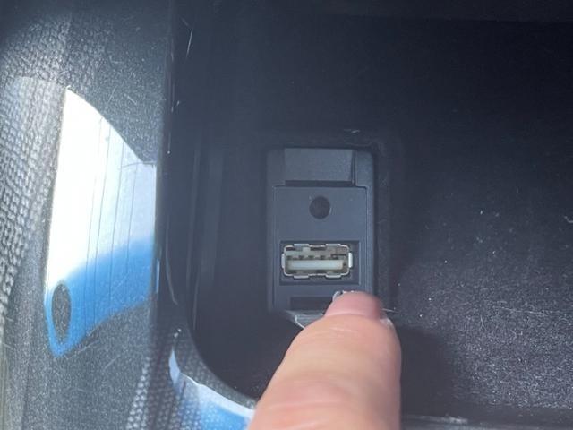 USBソケット付なので携帯やゲームなどの充電も行えます!更に!対応の充電ケーブルを携帯に繋げれば、携帯に入っている音楽を聴きながら、充電も行えるのでとっても便利☆充電消費を気にせずドライブが楽しめる♪