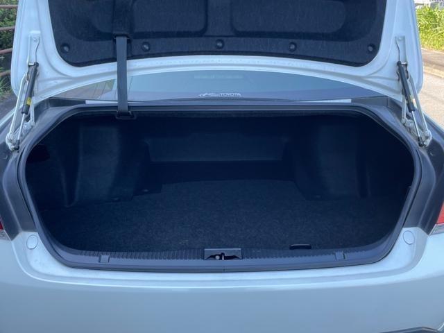 十分な広さを持つ大容量トランク!ゴルフバックが4個入ると言われているクラウン!日本的なラグジュアリーカーの必要条件ですね!別途で全国対応可能の最大3年間/走行距離無制限の保証サービスもお付けできます!