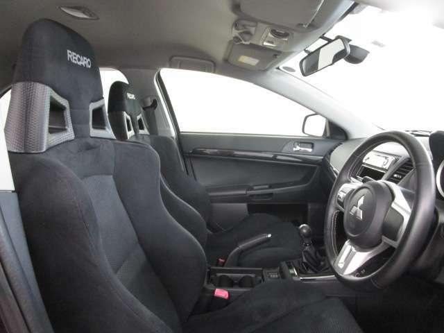 運転席・助手席レカロシートです。
