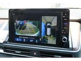 マルチビューカメラシステムで、車の周囲を映像で確認できます。駐車場や見通しの悪い交差点など、状況に応じた映像をナビ画面に映します。