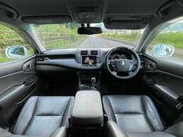 黒本革シートで高級感あふれる車内!純正マルチHDDナビや地デジTV・バックカメラ・ETC・プレミアムサウンドシステムなど、車内装備も充実!これだけ付いていれば文句なし!快適空間でドライブが楽しくなる♪