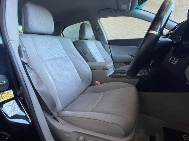 運転席と助手席共に、パワーシートが装備☆運転していても疲れないホールド感の良いシート形状で快適にドライブを楽しめます!気になるニオイなどもなく次のオーナー様にも受け入れて頂きやすいのではないでしょうか
