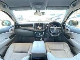 室内も、ブラック基調で高級感溢れる車内!純正HDDナビやDVD再生・走行中可・BT音楽・Bカメラ・ETCなどが装備され、ドライブ機能も充実!ステアリングスイッチも付いており手元でオーディオ操作が簡単☆