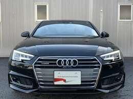 Audi A4のアイデンティティはそのままに、よりダイナミズムあふれる印象へと進化しました。立体的になったシングルフレームグリル。