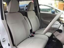 ゆったりしたシートサイズ。運転席の視界も良好です。