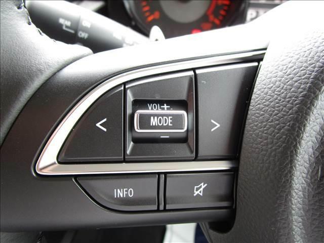 ステアリングスイッチ付きです。対応のナビなら手元でコントロールできます。
