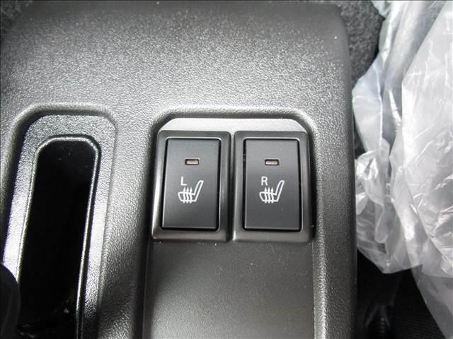 運転席と助手席にはシートヒーターも付いてます。