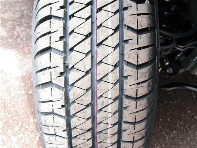 タイヤはまだ製造時のカラーラインが残ってます。