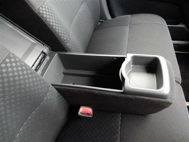 運転席に小さなスレはございますが、まだまだ使えますヨ!