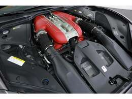 V型12気筒DOHC 最大出力800ps/最大トルク73.2kgm