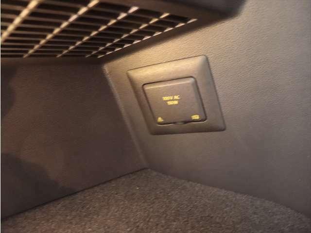 ラゲージルームにはAC100V電源ソケットがあります。