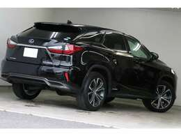 自動車市場において不動の人気といえばSUV、その中でも人気の高いレクサスRX450hが入庫しました!