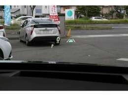 ヘッドアップディスプレイに最近は速度以外の情報も表示されるのでより快適にドライブいただけると思います。