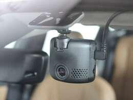 フロントウィンドウにはドライブレコーダーを装備 いざというときに頼りになる装備です