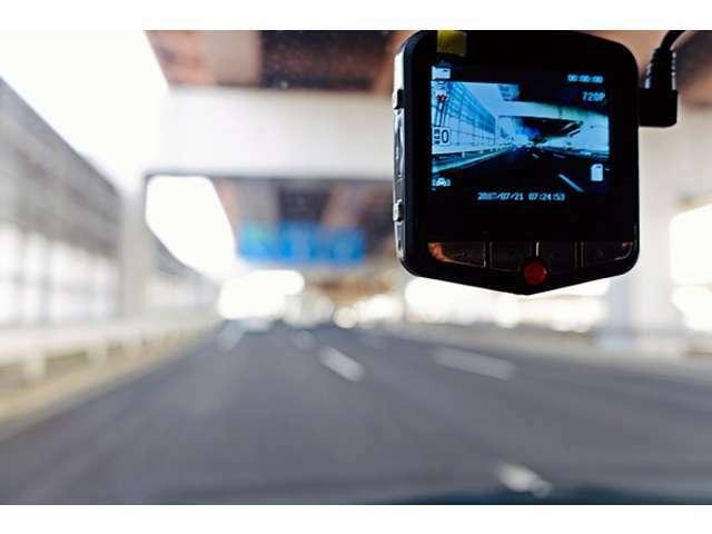 Bプラン画像:安心の国産メーカードライブレコーダーで鮮明画素で交通トラブル回避に役立てます。詳しくは、弊社へお問合せ下さいませ。