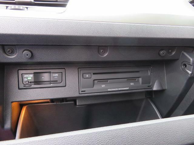 グローブボックス内には高速走行で便利なETCが装着されています。