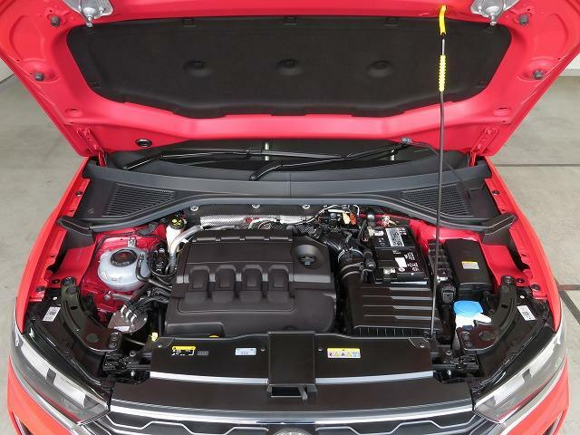 2.0L TDIエンジン:7速DSGの組み合わせにより切れ目のない滑らかな加速を実現しました。