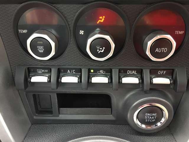 エアコンの温度調整が左右独立でできて、とっても便利です♪